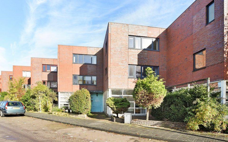Goudkarpersingel 8 <br> <small>2492 NE Den Haag </small>