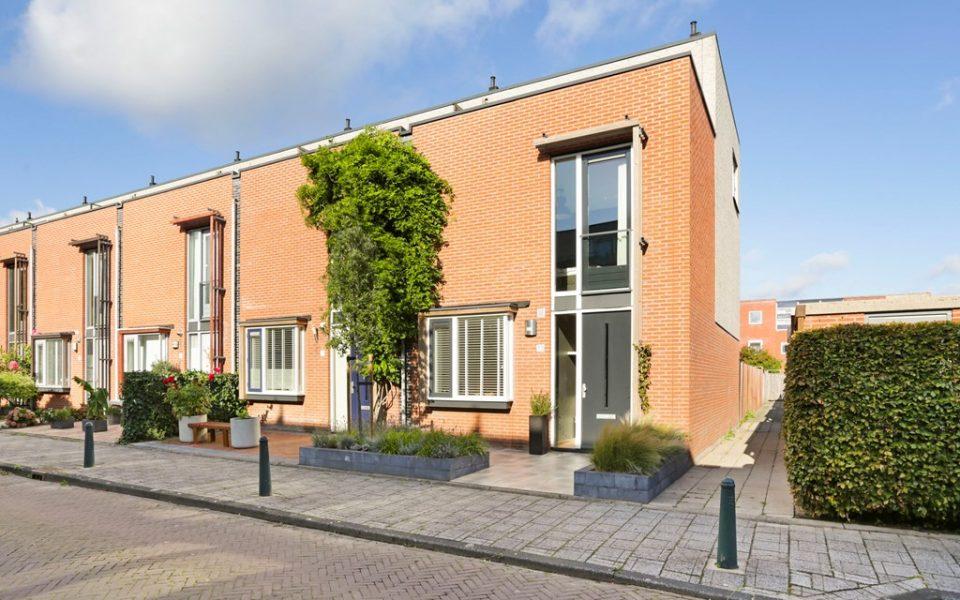 Bridgestraat 13 <br> <small>2492 WC Den Haag </small>